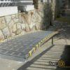 rampa enrollable colocada en casa particular sobre escalones